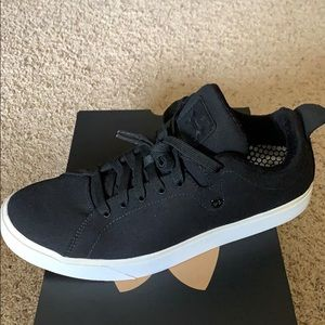 Underarmour fashion sneakers. Sz 12